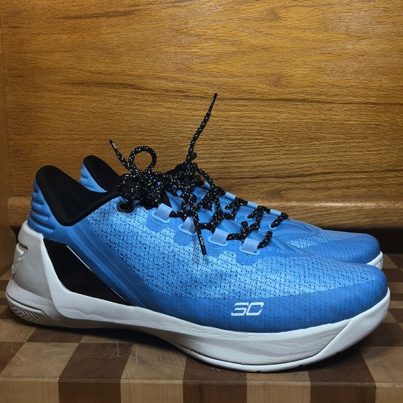 premium selection 392f3 c8a80 Mens UNDER ARMOUR Curry 3 Low Shoes 1286376-475 11 NWT